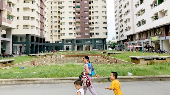 The area for developing a park at Khang Gia apartment block, Go Vap district is abandoned (Photo: SGGP)