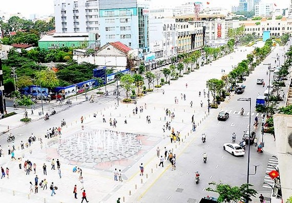 HCMC will ban all vehicles in many streets on August 8 to celebrate ASEAN's 50th founding anniversary. In the photo is Nguyen Hue walling street in downtown city (Illustrative photo: SGGP)