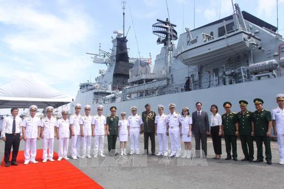 The Royal Malaysian Navy delegation welcomed at Ho Chi Minh City port (Source: VNA)