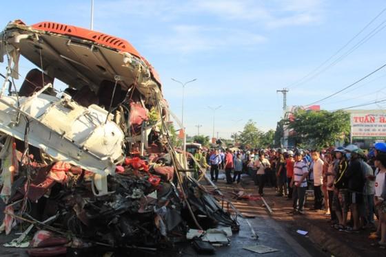 Hiện trường vụ tai nạn thảm khốc tại huyện Chư Sê, tỉnh Gia Lai hôm 7-5-2017