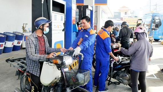 Giá xăng giữ nguyên, tăng giá dầu