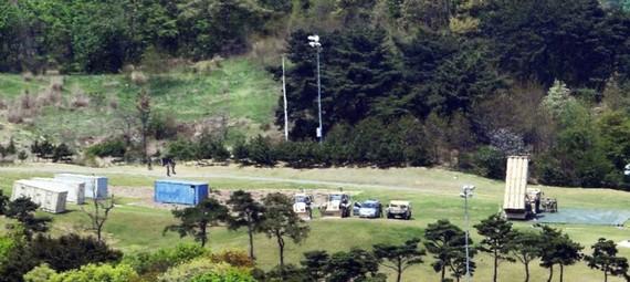 Bộ phận đánh chặn của THAAD được nhìn thấy ở huyện Seongju, phía nam Hàn Quốc ngày 26.4