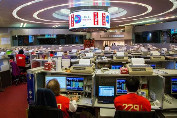 Cổ phiếu lao dốc, 3 tỷ phú Hồng Kông gần trắng tay sau 1 ngày