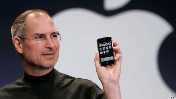 """""""Mỏ vàng"""" iPhone tròn 10 năm tuổi"""