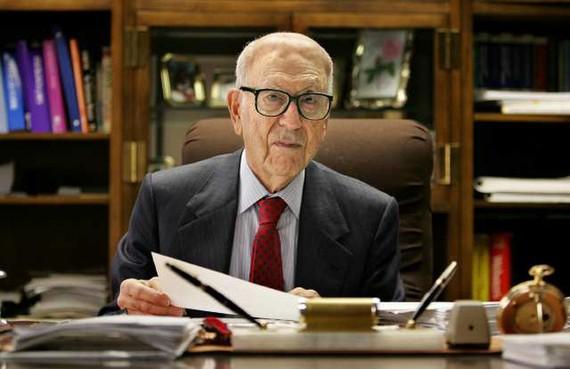 Chân dung tỷ phú già nhất nước Mỹ
