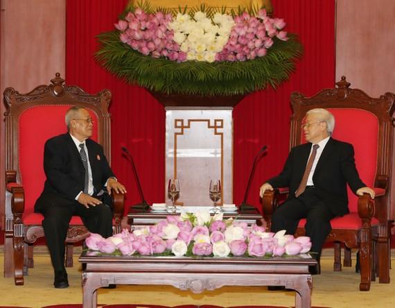 阮富仲總書記接見柬埔寨人民黨中央常務委員奈北納。