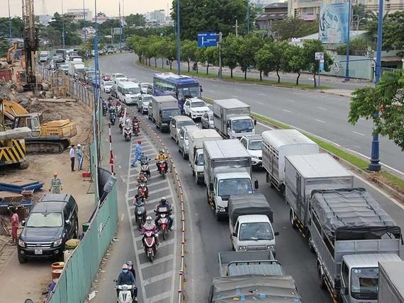 市貨物運輸協會建議市人委會放寬讓3.5噸汽車駛進第九郡高新技術園區的內部道路的時間。(示意圖源:黃江)