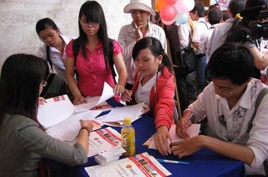 勞工在本市就業盛會期間,獲諮詢有關失業保險問題。