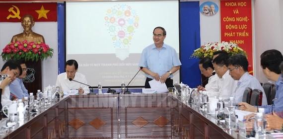 市委書記阮善仁與革新企業舉行會議。(圖源:互聯網)