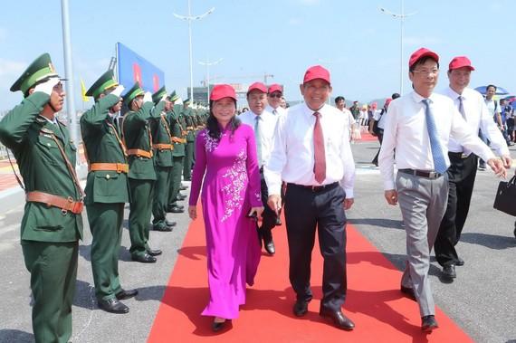 政府常務副總理張和平(中)與各代表出席儀式。(圖源:越通社)