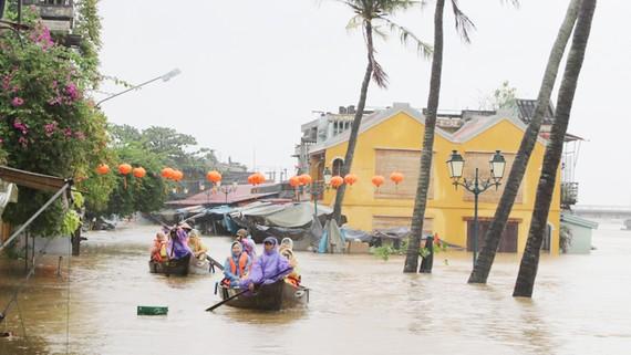 Di sản Văn hoá thế giới Hội An bị ngập nặng do ảnh hướng bão Damrey