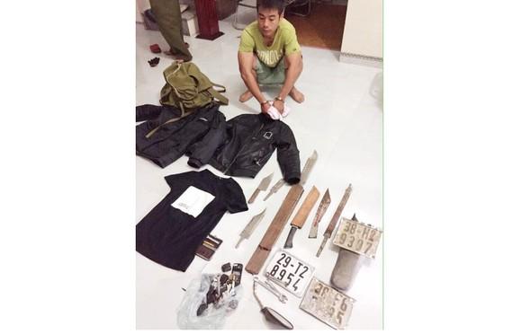 Đối tượng Trần Hồng Quang bị bắt giữ cùng các dụng cụ gây án