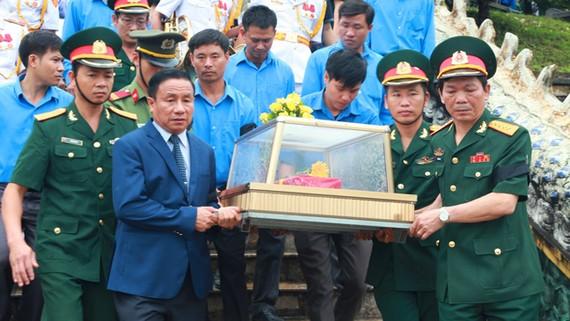 Tổ chức lễ an táng hài cốt các liệt sĩ tại Nghĩa trang liệt sĩ Nầm