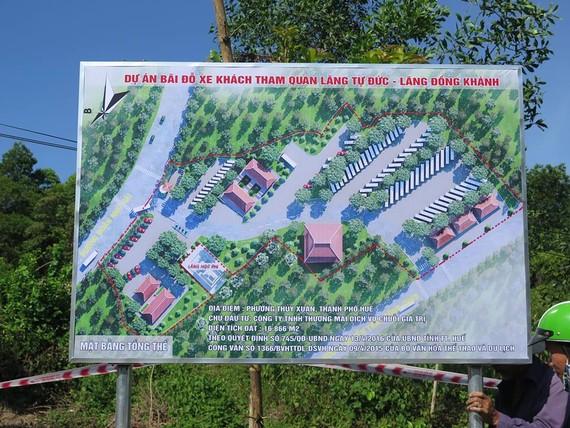 Huyệt mộ bà Tài nhân Cửu giai họ Lê Thị thụy Thục Thuận hiện vẫn đang nằm trong khuôn viên triển khai dự án Bãi đỗ xe tham quan Lăng Tự Đức - Lăng Đồng Khánh.