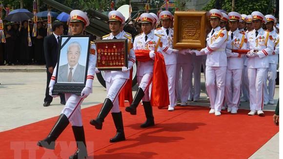Quê nhà đón linh cữu nguyên Tổng Bí thư Đỗ Mười về nơi an nghỉ cuối cùng ảnh 26