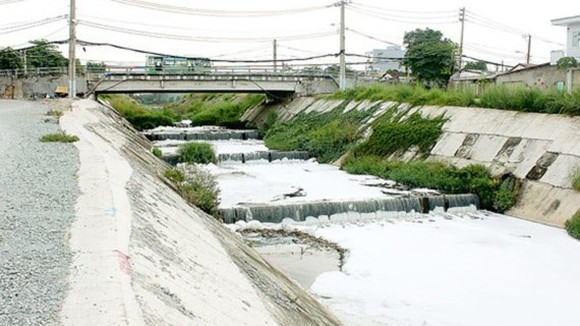 Ba Bo Canal is still polluted (PHoto: SGGP)