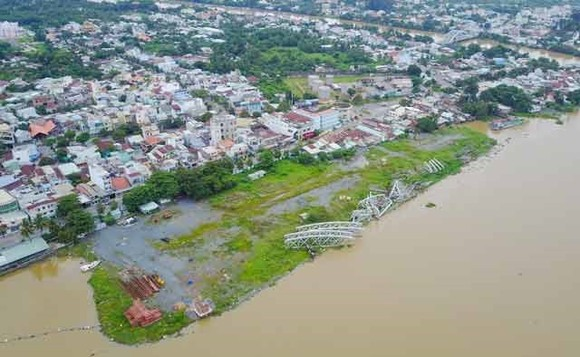 Part of the strip of the 100m artificial peninsula set to be built to accommodate a new urban area in Dong Nai, Bien Hoa City ( Photo: danviet.vn)