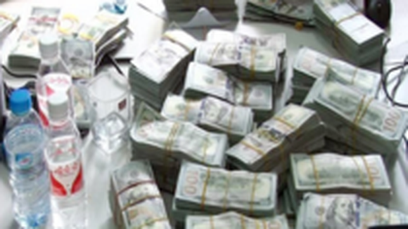 Chinese man carrying nearly $1mln into Vietnam captured