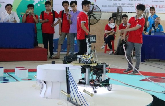 Open high school robotics competition in Da Nang City
