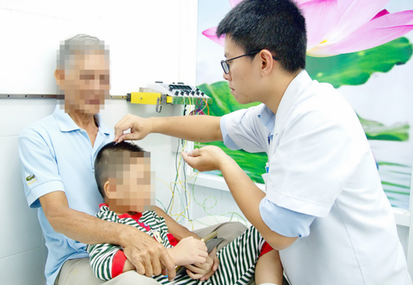 Acupuncture treatment of autistic children by ITM in HCMC