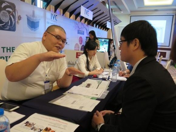 Senior managers in consumer goods sector receive salary of $13,203