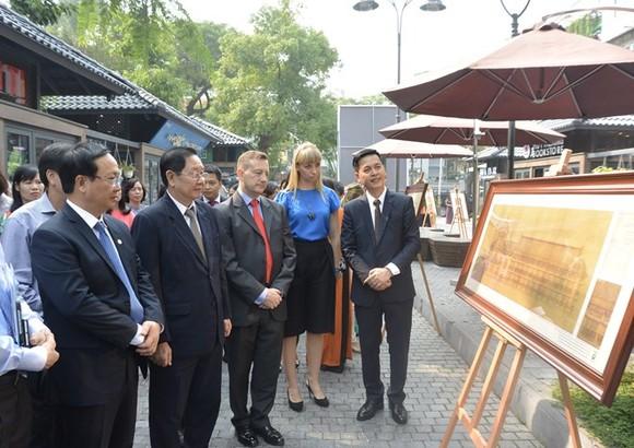 Visitors at the exhibition (Photo VGP)
