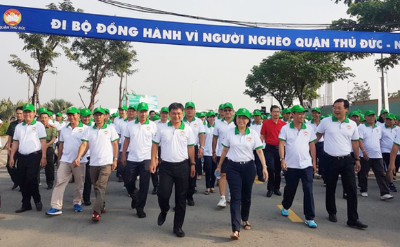 Over 5,000 people walk to raise fund for the poor