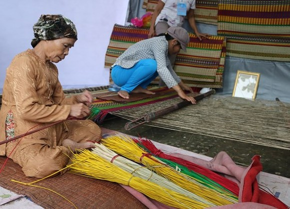 Fifteen traditional handicraft villages join festival in central Vietnam