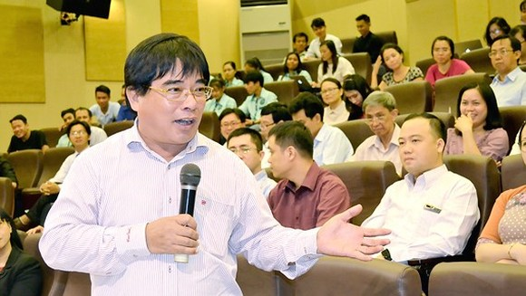 Director of the HCMC University of Technology and Education Professor Do Van Dung speaks at the seminar (Photo: SGGP)