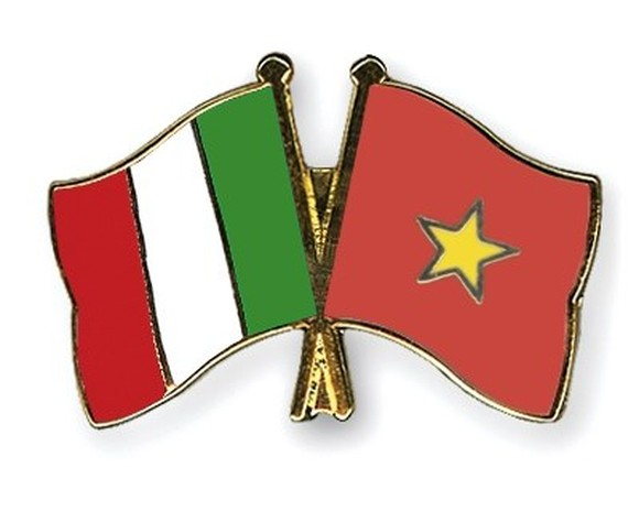 Sustainability will be the theme of the Italian Embassy's activities to celebrate 45 years of diplomatic relations between Vietnam and Italy in 2018. (Photo: crossed-flag-pins.com)