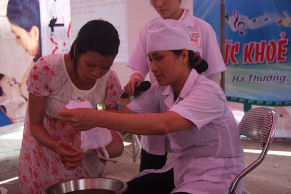 Vietnam is facing a significant shortage of skilled birth attendants in hard-to-reach areas and a significant difference in the competency of birth attendants in regions (Source: vietnam.savethechildren.net)