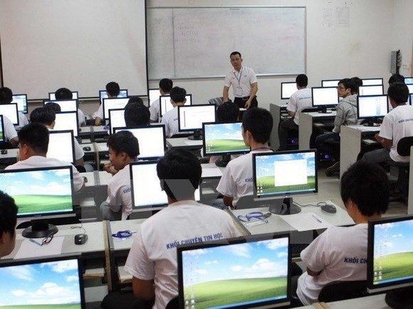Students join an informatics lesson in Hà Nội. Việt Nam has achieved good results at the Asia Informatics Olympiad 2018. — VNA/VNS Photo