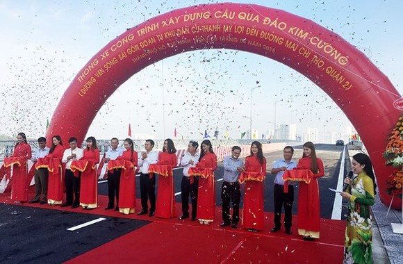 Bridge to Kim Cuong island opened to traffic
