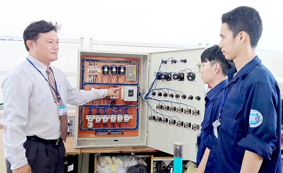 Schools to provide vocational training consultation as per gov't project