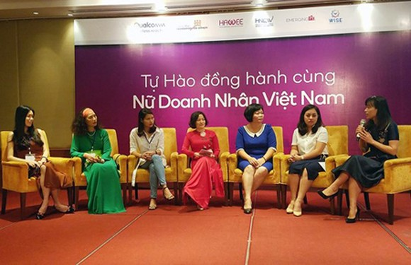 Vietnamese businesswomen are discussing the project DevelopHer at its introduction on June 14 in Hanoi. Photo by Tran Binh