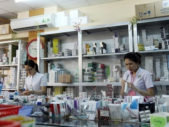 Bidding activities for medicines and medical equipment have increased in the last two weeks as a new government policy for transparent bidding, which aims to lower drug prices, has taken effect (Illustrative image. Source: VNA)