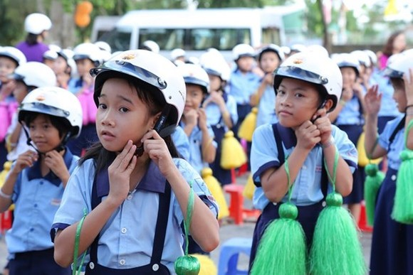 First graders granted high quality helmets
