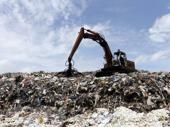 HCM City's residents complain about waste treatment stench