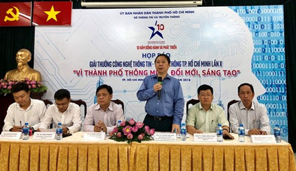 Mr. Duong Anh Duc, Director of the HCMC Department of Information and Communications in the press conference