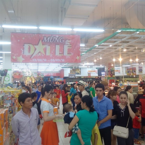 Supermarkets and shopping malls in HCM City have seen a surge in sales during the long National Day holidays this year. (Source: VNA)