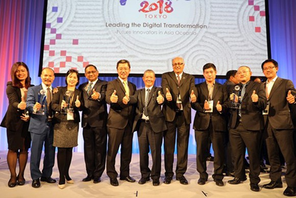 Deputy Minister of Information and Communications Nguyen Thanh Hung and the Vietnamese delegation in the event of ASOCIO 2018. Photo by VNS
