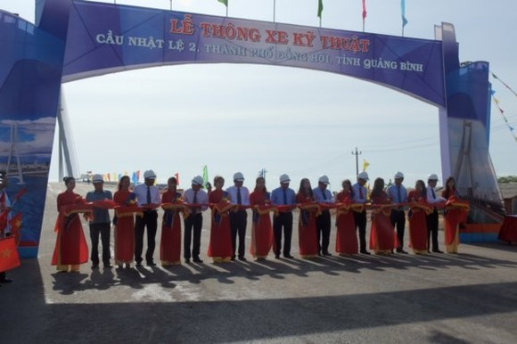 Nhat Le 2 Bridge  officially opened to traffic