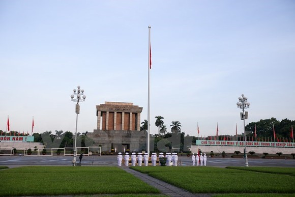 The flag raising ceremony at Ba Dinh Square in Hanoi on National Day September 2 (Photo: VNA)