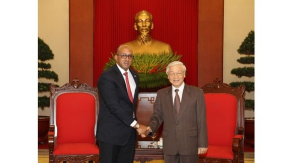 General Secretary of the Communist Party of Vietnam Nguyen Phu Trong and Cuban Ambassador to Vietnam Herminio López Díaz
