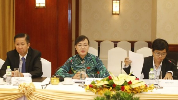 Chairwoman of the HCMC People's Council Nguyen Thi Quyet Tam speaks at the meeting.