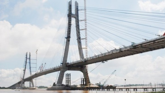 Last spans of Vam Cong Bridge are connected