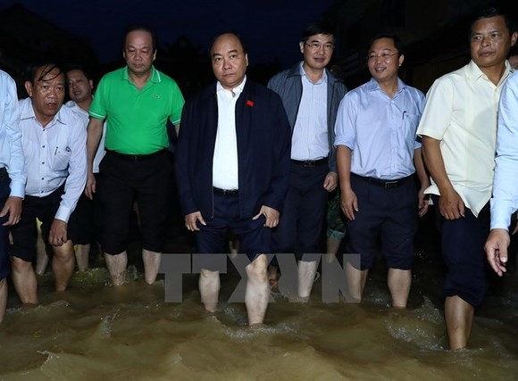 PM inspects flood recovery efforts in Quang Nam province (Source: VNA)
