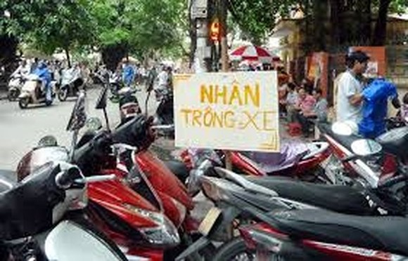 Prices of cars and motorcycles parking in Hanoi is expected to raise from January, 2018.
