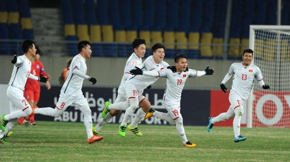 Midfielder Nguyen Quang Hai (No 19) celebrates a goal for Vietnam team in the finals of the AFC U23 Championship held in China ​on January 10. (Photo the-afc.com)