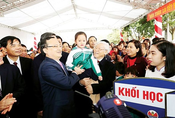 General Secretary of the Communist Party of Vietnam Nguyen Phu Trong visits authorities and people of Hung Yen province on the occasion of the traditional Tet